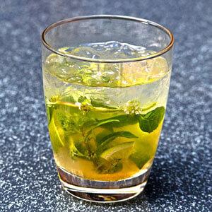 Cocktail mit eiswürfeln7