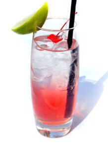 cooler Drink mit Eiswürfeln
